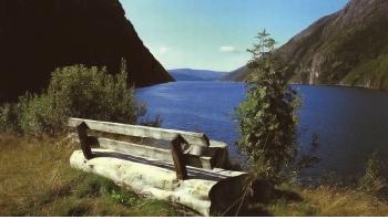 """"""" En benk for to"""" Utsyn over Storbørja Foto:M: Solbakk"""