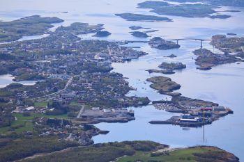 Brønnøysund sett fra Mofjellet