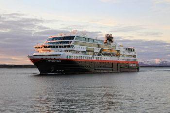 M.S Trollfjord ankommer Brønnøysund